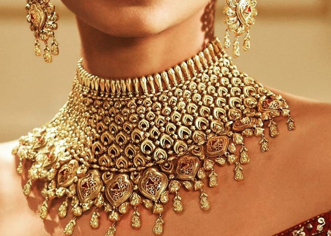 How To Pick Wedding Jewellery With Discretion On The Wedding Gown
